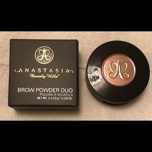 Anastasia Beverly Hills Brow Powder in Chocolate
